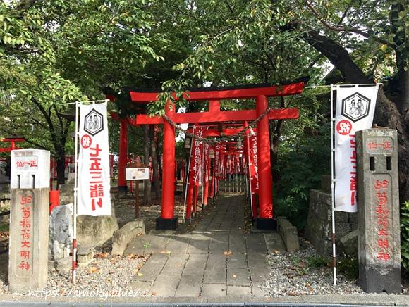 於菊稲荷神社の入り口