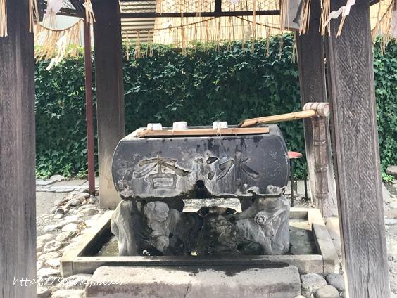 於菊稲荷神社の手水舎