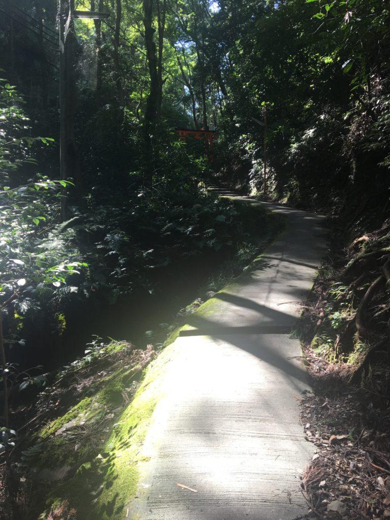 清滝社への道